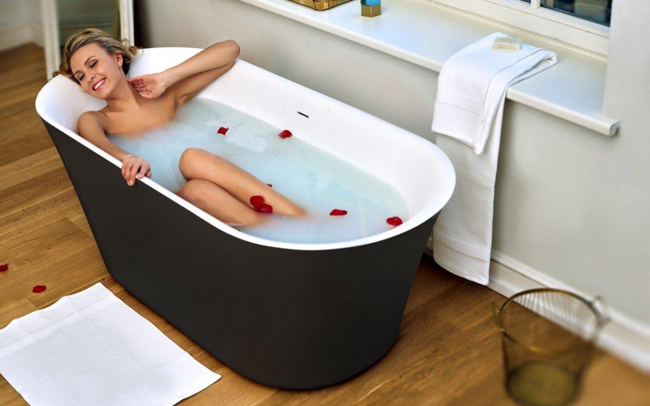 Tulip Blck Wht Freestanding Solid Surface Bathtub 03 (web)